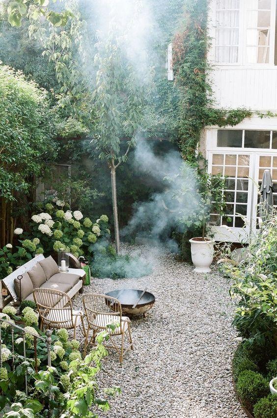 Backyard Sitting Area Ideas: Cozy Sitting Area