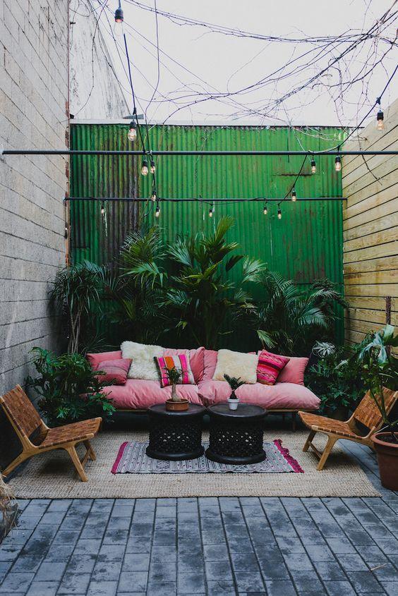 backyard sitting area ideas 11