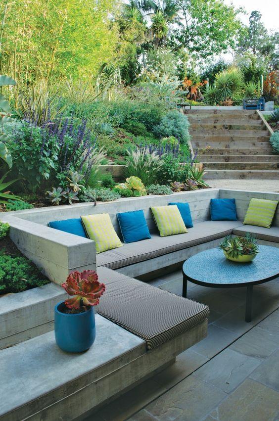 backyard sitting area ideas 17