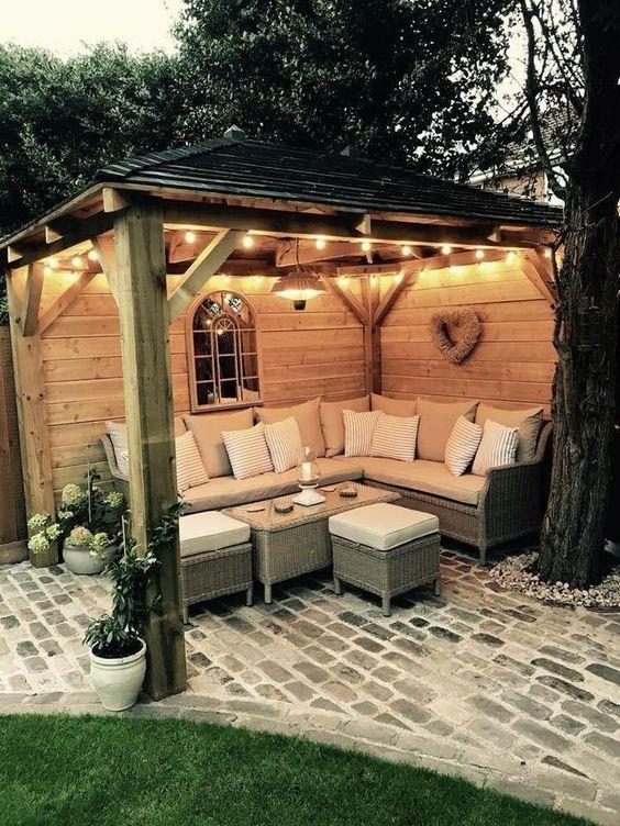 backyard sitting area ideas 18