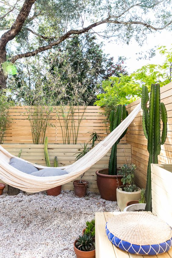 Backyard Hammock Ideas: Attractive Hammock