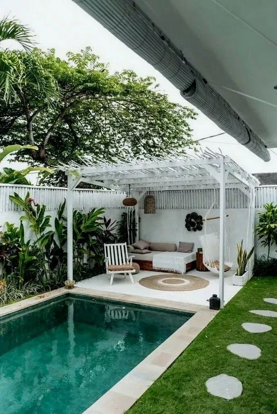 Backyard with Pools Ideas: Cozy Tropical Backyard