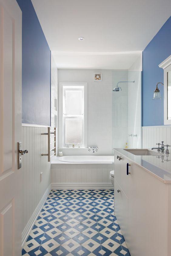 Bathroom Blue Ideas: Airy Blue Bathroom