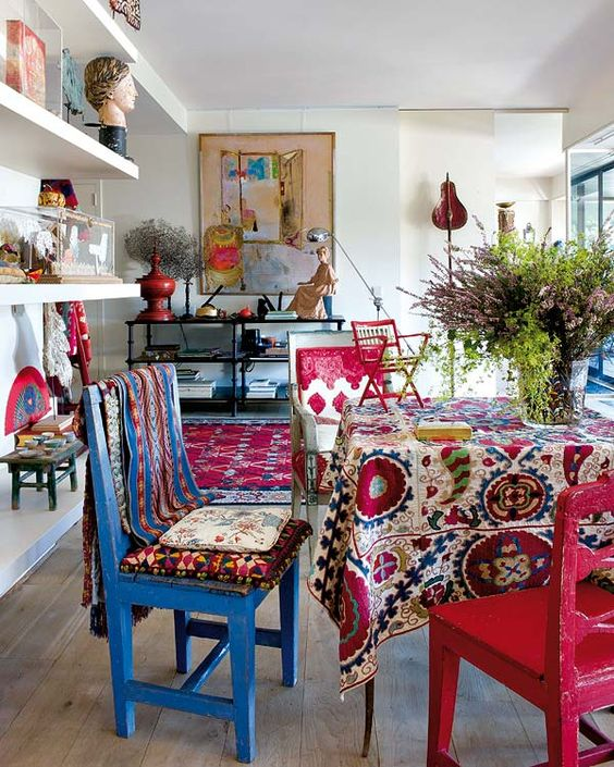 Boho Dining Room Ideas: Colorful Dining Set