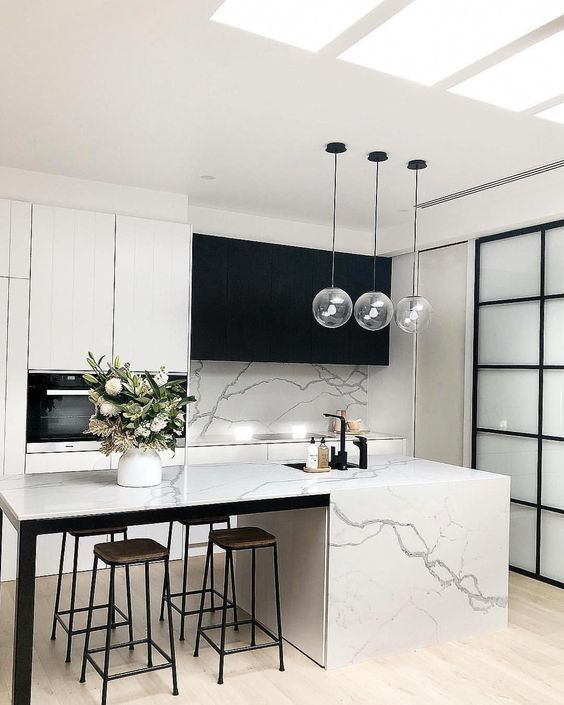 Modern Kitchen Ideas: Elegant Black and White