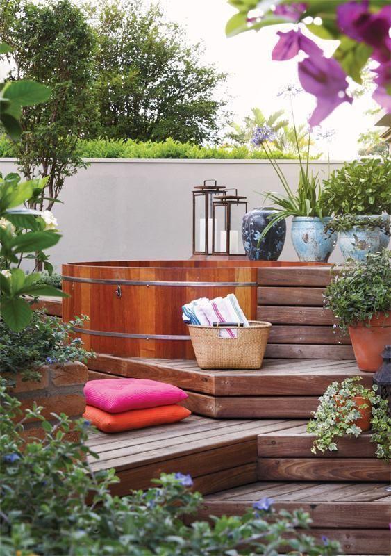 Cedar Hot Tub: Cozy Outdoor Tub