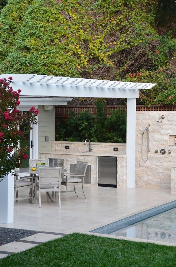 Outdoor Kitchen Ideas: Captivating All-White Spot