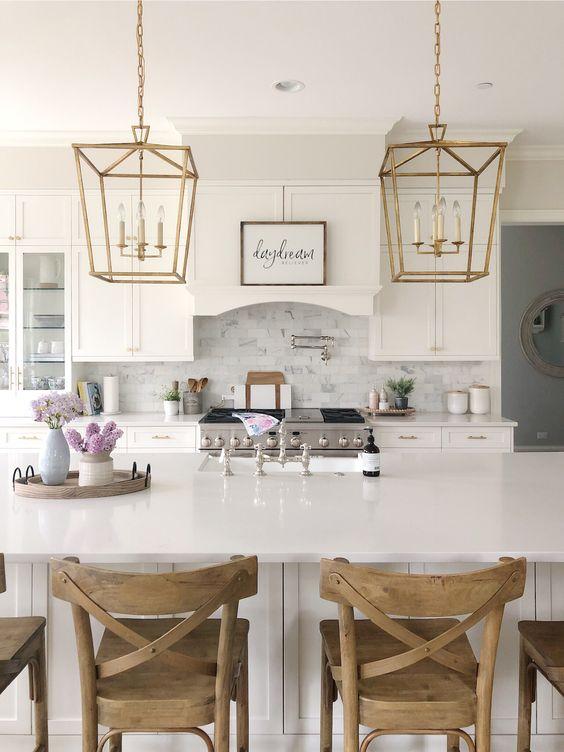 White Kitchen Ideas: Earthy White Kitchen