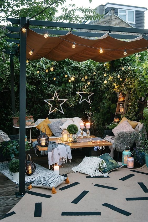 Backyard Patio Ideas: Attractive Dark Wood