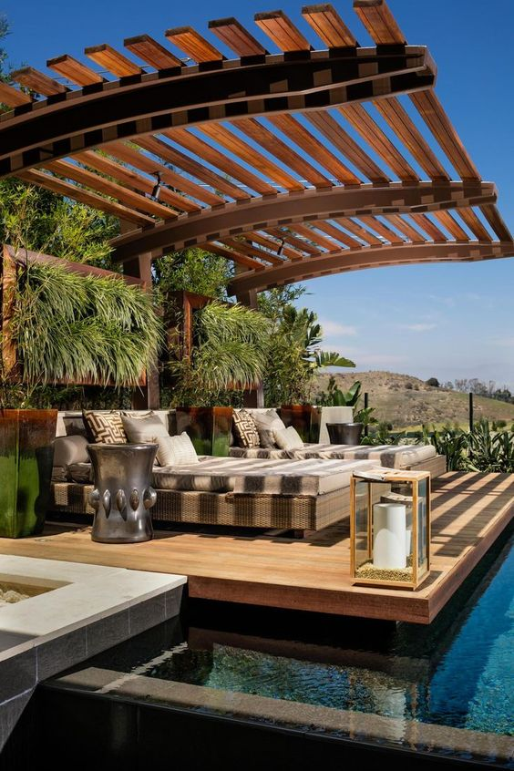 Backyard Water Feature Ideas: Relaxing Lazy Spot