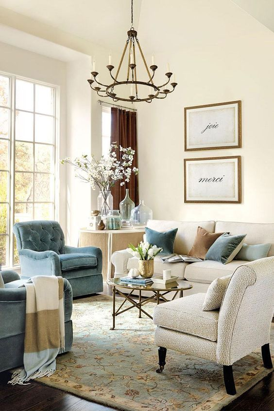 Traditional Living Room Ideas: Stylish Pop Color