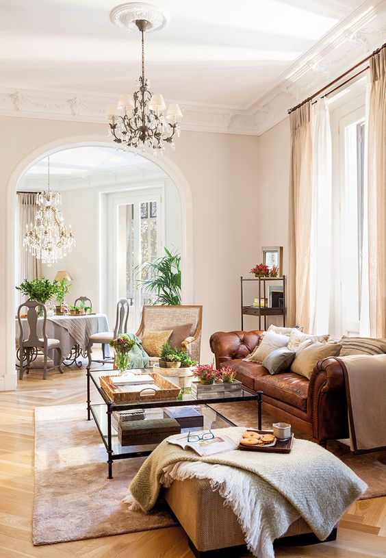 Traditional Living Room Ideas: Chic Open Layout